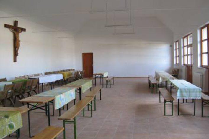 Katolikus Plébánia: matracszállás és kemping / Katolische Jugendherberge